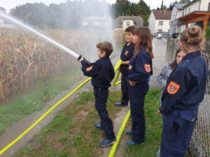 Feuerwehrjugendübung: Wasserführende Armaturen